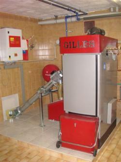 Alternative & Erneuerbare Energien News: Foto: Pelletskessel von Gilles können im Notfall auch mit Stückholz befeuert werden. Dies stellt einen weiteren Schritt in Richtung Energieunabhängigkeit dar..