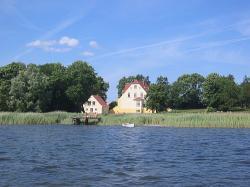 Ost Nachrichten & Osten News | Foto: Gut Grubnow Ferienwohnungen Rügen - Ansicht vom Wasser.