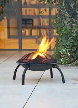 Einkauf-Shopping.de - Shopping Infos & Shopping Tipps | Feuerschalen wärmen an kühlen Abenden und sorgen für eine schöne Atmosphäre. Foto: Max Bahr.