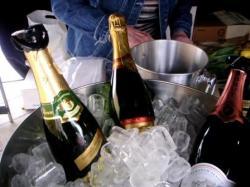 Berlin-News.NET - Berlin Infos & Berlin Tipps | Berlin-News.Net Foto: Champagner darf auf keinem französischen Markt fehlen.