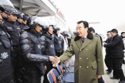 Ost Nachrichten & Osten News | Ost Nachrichten / Osten News - Foto: Der Parteichef inspiziert seine Truppen.