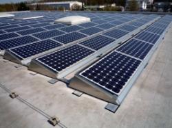 Alternative & Erneuerbare Energien News: Foto: Das modulare SUNPOSET System ermöglicht die Montage ohne Dachdurchdringung.