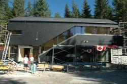 Alternative & Erneuerbare Energien News: Alternative Regenerative Erneuerbare Energien - Foto: Die Gebäudehülle des Österreich-Hauses ist seit Ende September fertiggestellt.