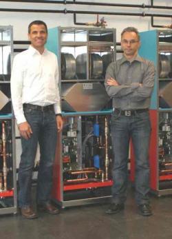 Fertighaus, Plusenergiehaus @ Hausbau-Seite.de | Foto: Mit dem aerosmart x² ist den beiden Drexel und Weiss-Geschäftsführern wieder eine Weltneuheit in der Haustechnik gelungen.