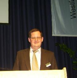 Landwirtschaft News & Agrarwirtschaft News @ Agrar-Center.de | Foto: Dr. Hovenjürgen beim Vortrag auf den Agrarunternehmertagen 2009 in Münster.
