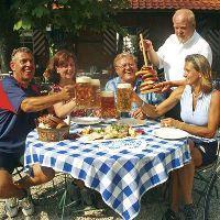 Bier-Homepage.de - Rund um's Thema Bier: Biere, Hopfen, Reinheitsgebot, Brauereien. | Bier-Homepage - Biere, Hopfen, Reinheitsgebot, Brauereien. Foto: Voksfest bayerische Brotzeit.