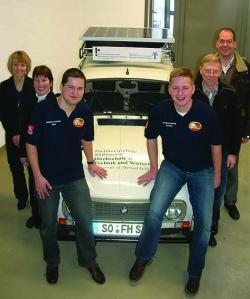 Alternative & Erneuerbare Energien News: Foto: Inzwischen sind die beiden jungen R4-Piloten nach über 8000 Straßenkilometern zurück in Soest und werden auf dem Soester Karrieretag am 08.April 2010 ihr Projekt einer größeren Öffentlichkeit präsentieren.