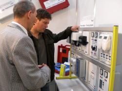 Alternative & Erneuerbare Energien News: Foto: Die PV-Lehrsysteme aus dem Hause IKS Photovoltaik überzeugten auf der Intersolar 2009 in München.