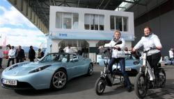 Elektroauto Infos & News @ ElektroMobil-Infos.de. Foto: Fahrerlebnis: Tesla-Roadster und E-Bikes. Foto: RWE.