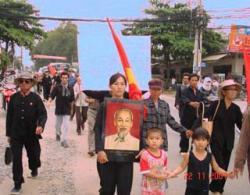 Ost Nachrichten & Osten News | Foto: Vietnam, 22.11.2007: Protestmarsch der Enteignungsopfer.