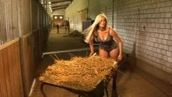 Landwirtschaft News & Agrarwirtschaft News @ Agrar-Center.de | Agrar-Center.de - Agrarwirtschaft & Landwirtschaft. Foto: Modell Diana beim Shooting.