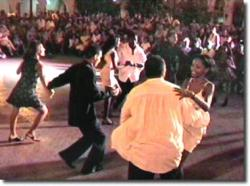 Ost Nachrichten & Osten News | Foto: Die Kubaner sehen den Tanz Salsa immer als Ausdruck des Lebensgefühls. Sie hören die Musik und die gesungenen Worte und das Bedürfnis sich zu bewegen macht sich bemerkbar.