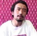 Ost Nachrichten & Osten News | Foto: Kalsang Tsultrim bei der Aufnahme seiner Videobotschaft.