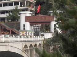 Ost Nachrichten & Osten News | Ost Nachrichten / Osten News - Foto: Das Bild zeigt die Friendship Bridge, welche bei Tatopani die Grenze zu Tibet bildet.