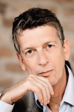 Ost Nachrichten & Osten News | Ost Nachrichten / Osten News - Foto: Matthias Frings, 1953 in Aachen geboren, war Journalist und Fernsehmoderator und lebt als Schriftsteller in Berlin.