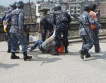 Ost Nachrichten & Osten News | Foto: Festnahme tibetischer Demonstranten in Kathmandu 2008 (Archivbild).