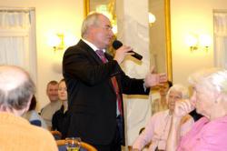 SeniorInnen News & Infos @ Senioren-Page.de | Foto: © Domus Mea: Mit seinem Titel >> Du und Ich << begeisterte er das Publikum.