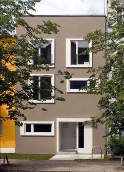Ost Nachrichten & Osten News | Foto: Stadthaus Berlin-Weißensee, Straßenfassade | Foto: Uli Klose, Berlin.