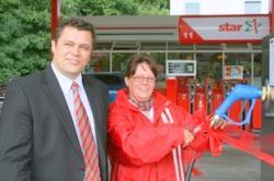 Autogas / LPG / Flüssiggas | Foto: Orlen-Projektmanager Adam Lewandowski und Tankstellen-Bezirksleiterin Sylvia Mielke weihen die 4.000ste deutsche Autogas-Tankstelle ein.