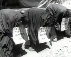 Ost Nachrichten & Osten News | Ost Nachrichten / Osten News - Foto: Tibetische Straeflinge werden zur Schau gestellt (Archivbild).