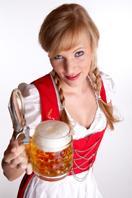Bier-Homepage.de - Rund um's Thema Bier: Biere, Hopfen, Reinheitsgebot, Brauereien. | Foto: Am wichtigsten ist das richtige Outfit; ein zünftiges Dirndl oder Lederhosen müssen her :)