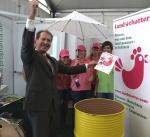 Landwirtschaft News & Agrarwirtschaft News @ Agrar-Center.de | Foto: Erich Reich, Geschäftsführer des VDAW, übernahm am So. (03.10.2010) die Ziehung des Landchatter-Gewinnspiels (Foto: Proplanta).