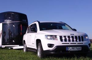 Brandaktueller Pferdeanhänger-Zugfahrzeugtest auf www.mit-Pferden-reisen.de: Jeep Compass