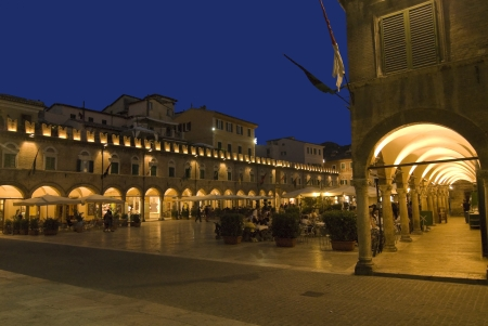 Italien-News.net - Italien Infos & Italien Tipps | Ascoli Piceno, Piazza del Popolo