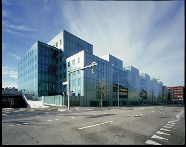 Auto News | Peter Merian Haus 88/90 in Basel / Schweiz