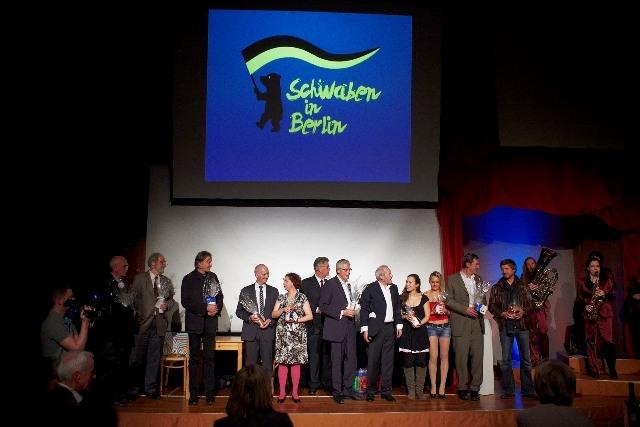 Stuttgart-News.Net - Stuttgart Infos & Stuttgart Tipps | Die Sieger des Autorenwettbewerbs mit Schauspielern, Regisseur und Moderatoren