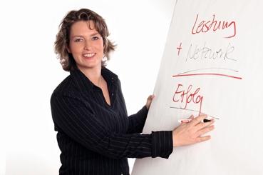 Auto News | Magistra Dr. Magda Bleckmann - die Expertin für exklusive Karriere-Netzwerke und Kundenbeziehungsmanagement
