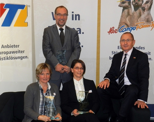 Europa-247.de - Europa Infos & Europa Tipps | Die Gewinner der Partner-AWARDs 2011: Kerstin Zobel, Zo-bel; Arno Boll, Kraftverkehr Emsland; Tanja Röring, Hintzen; Andreas Jäschke, VTL (von links)