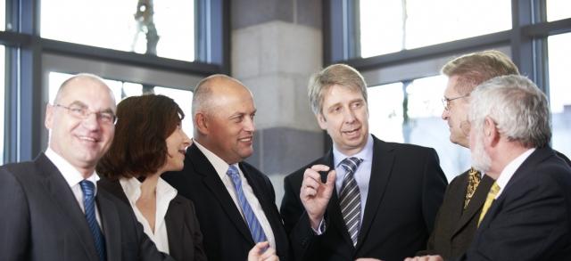Auto News | Berater Frank Quathamer (mitte) mit den CAPERA-Partnern