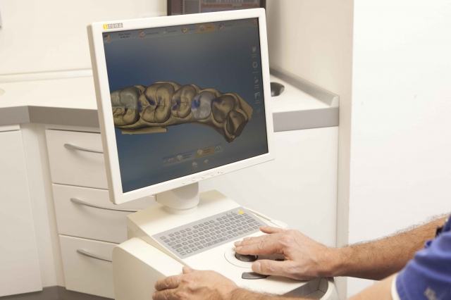 Hessen-News.Net - Hessen Infos & Hessen Tipps | Anwendung der CEREC-Software zur perfekten Nachbildung von Zähnen durch Dr. Thomas Jung