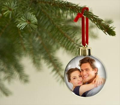 Shopping -News.de - Shopping Infos & Shopping Tipps | Mit selbst gestalteten Weihnachtskugeln von Personello für festliche Stimmung sorgen