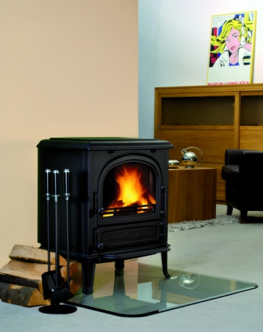 Korpus aus langlebigem Qualitätsguss in Art déco-inspirierter Eleganz – Hoher Wärmewirkungsgrad sorgt für effiziente Verbrennung