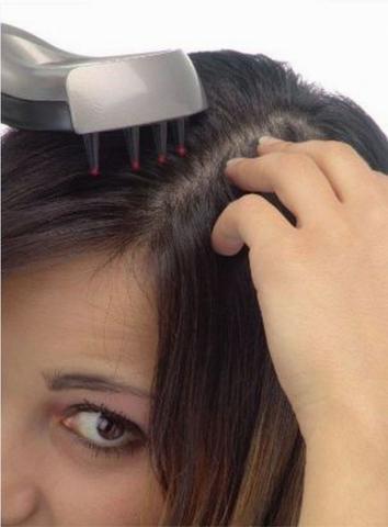Kosmetik-247.de - Infos & Tipps rund um Kosmetik | Regelmäßige Laserkamm-Behandlungen, zusammen mit Trico Plus-Ampullen von Svenson, können Haarausfall wirkungsvoll stoppen.