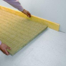 Hausbesitzer können mit einem guten Schutz gegen Trittschall den Wohnkomfort deutlich erhöhen