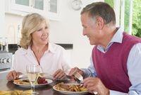 Podcasts @ Open-Podcast.de: Wer einen Menübringdienst beauftragt, muss damit rechnen, häufig fett, salzig und kalorienreich zu essen. Ein Ratgeber für Senioren.