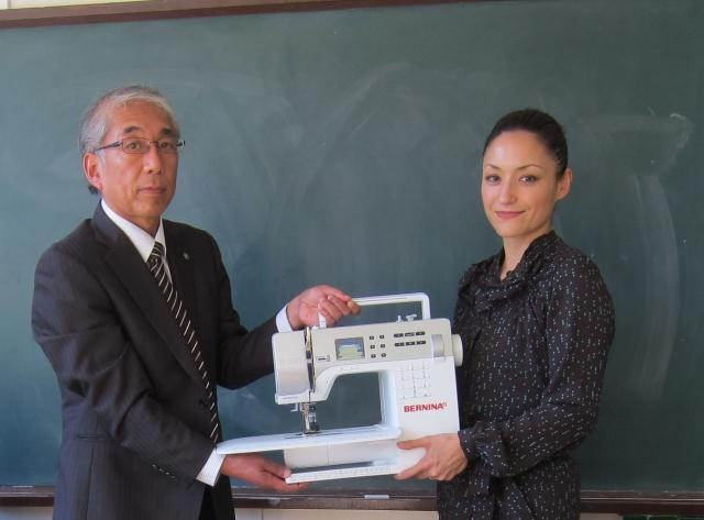 Japan-247.de - Japan Infos & Japan Tipps | Kazu Huggler mit dem Direktor der Tanaka High School