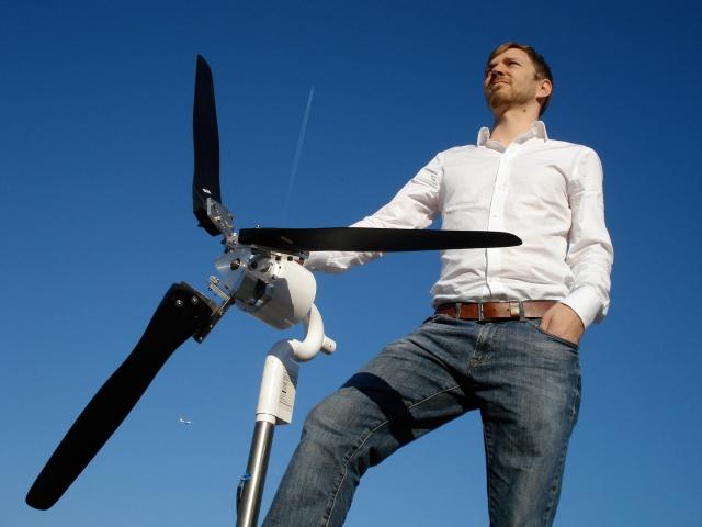 Alternative & Erneuerbare Energien News: Martin Riedel mit Kleinwindanlage