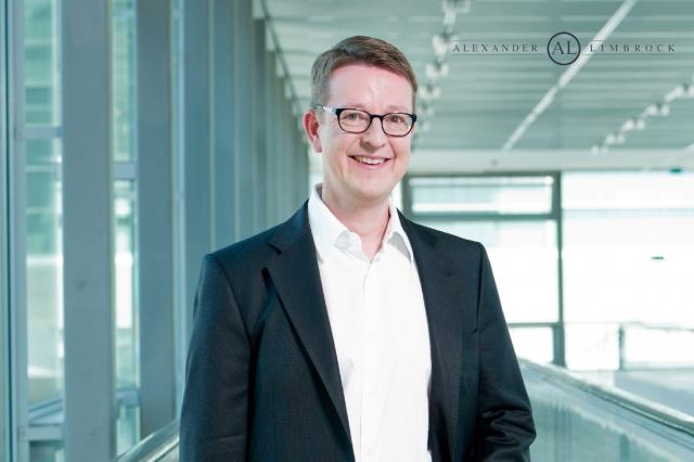 Technik-247.de - Technik Infos & Technik Tipps | Motivationstrainer Alexander Limbrock kommt an die Kosmetikschule Schäfer