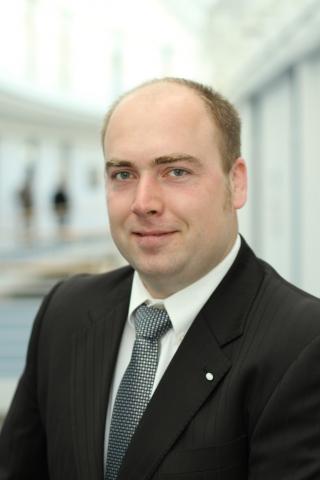 Wiesbaden-Infos.de - Wiesbaden Infos & Wiesbaden Tipps | Torge Brüning, Sicherheitsexperte beim Infocenter der R+V Versicherung