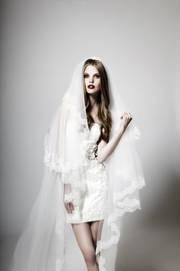 Hochzeit-Heirat.Info - Hochzeit & Heirat Infos & Hochzeit & Heirat Tipps | Eine Braut im weißen Hochzeitskleid von kisui