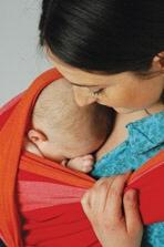 Musik & Lifestyle & Unterhaltung @ Mode-und-Music.de | Foto: Baby-Tragetuch - das Kind kann vom ersten Tag sowohl in der Wiegeposition als auch aufrecht im Tuch getragen werden.
