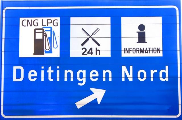 Autogas / LPG / Flüssiggas | Hinweisschilder auf Autogastankstellen an Schweizer Autobahnen