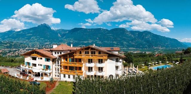 Hotel Infos & Hotel News @ Hotel-Info-24/7.de | Urlaub mit Herz in Marling bei Meran - inmitten von Obstwiesen mit Blick auf Meran