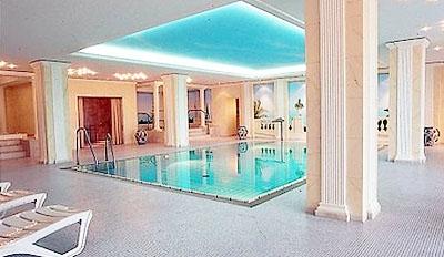 Restaurant Infos & Restaurant News @ Restaurant-Info-123.de | Pool mit Wellnessbereich im Mercure Hotel  Porta Westfalica