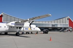 Schweiz-24/7.de - Schweiz Infos & Schweiz Tipps | InterSky Dash8-300 vor dem Terminal in Memmingen