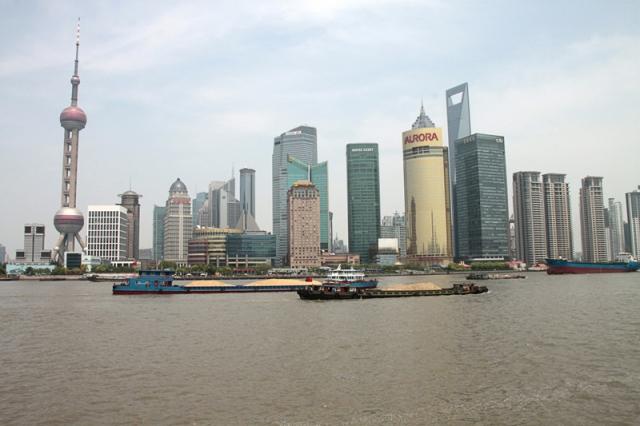 Japan-247.de - Japan Infos & Japan Tipps | Peak Solution baute die chinesische Niederlassung in Shanghai aus und konnte zwei bedeutende asiatische Neukunden für Planung und Aufbau von Messdatenmanagementlösungen auf Basis von openMDM gewinnen (Silhouette von Shanghai).